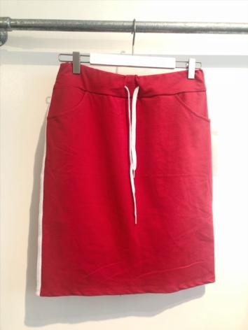 Kjol röd med revär One size